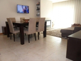 Apartment T3 in privileged area of the city with excellent accessibility and next to services and commerce.
