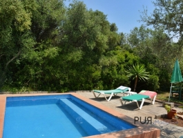 Small finca. Pool. Vacation rental license.