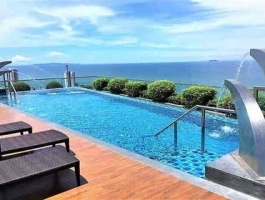 Amazing rooftop pools at Peak Towers - Floor 12 studio - Pattaya property for sale or rent