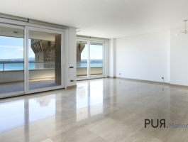 Right on the Paseo Maritimo. 1, sea line. Frontal harbor and sea views.