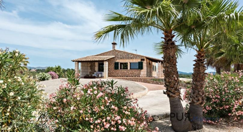 Sant Llorenc. Natural stone finca with pool. And with a view of the sea.