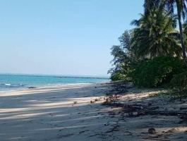 Located Chaungtha Shwe Thaung Yan Beach.