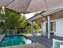 Villa. Close to the golf course. Brand new. Equipment high end.