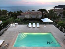 Look at the essentials. And the sea. Villa in Santa Ponsa.