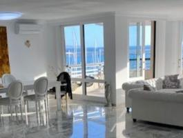 Spacious front line apartment on the Paseo Maritimo in Palma