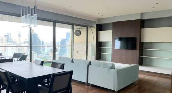 Pet friendly Condo for rent at The Lake Condominium near BTS Asoke