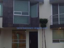 HOUSE OF 2 LEVELS AND 3 BEDROOMS IN EXCLUSIVE FRACC