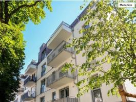 DUISBURG: 8 APARTMENTS with AREA of 754 m2